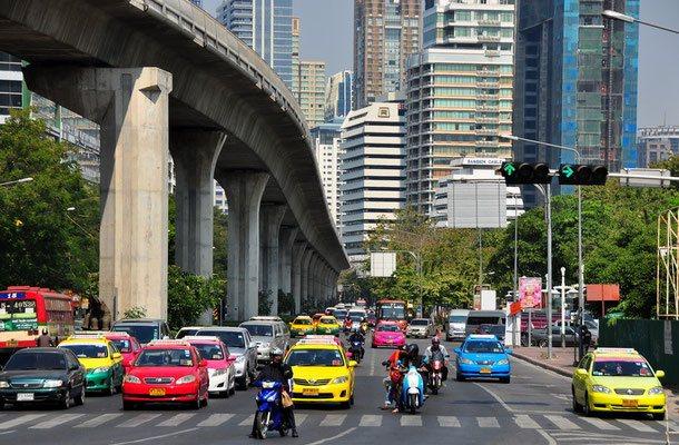 Jede Menge Taxis in der Hauptstadt, ähnlich wie in New York.