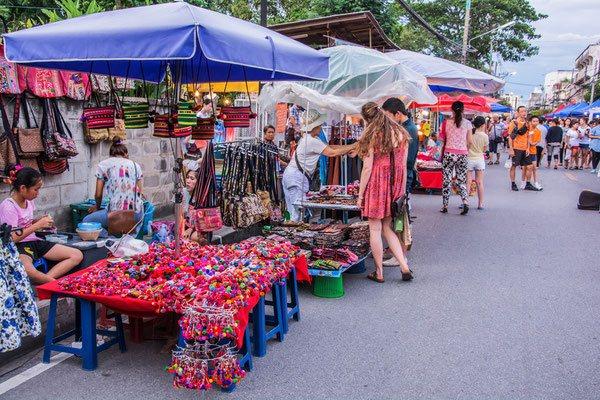 Auf zum Nachtmarkt in Chiang Mai - shoppen!
