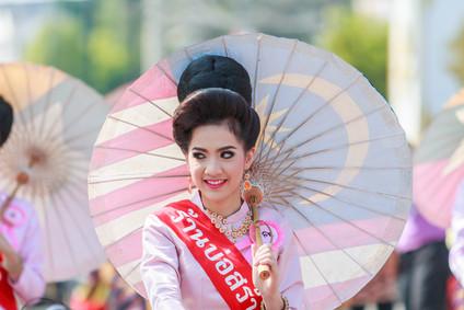 Bunte Festivals in Chiang Mai (thailändische Frau)