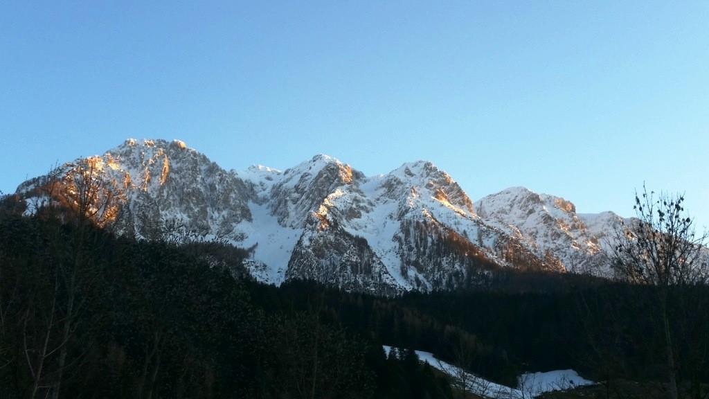 Ausblick Balkon Sonnenuntergang am Zahmen Kaiser