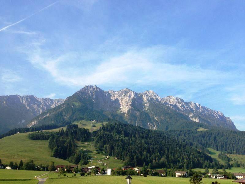 Ausblick vom Miesberg auf Durchholzen / Zahmen Kaiser / Bergbahnen mit Sommerrodelbahn