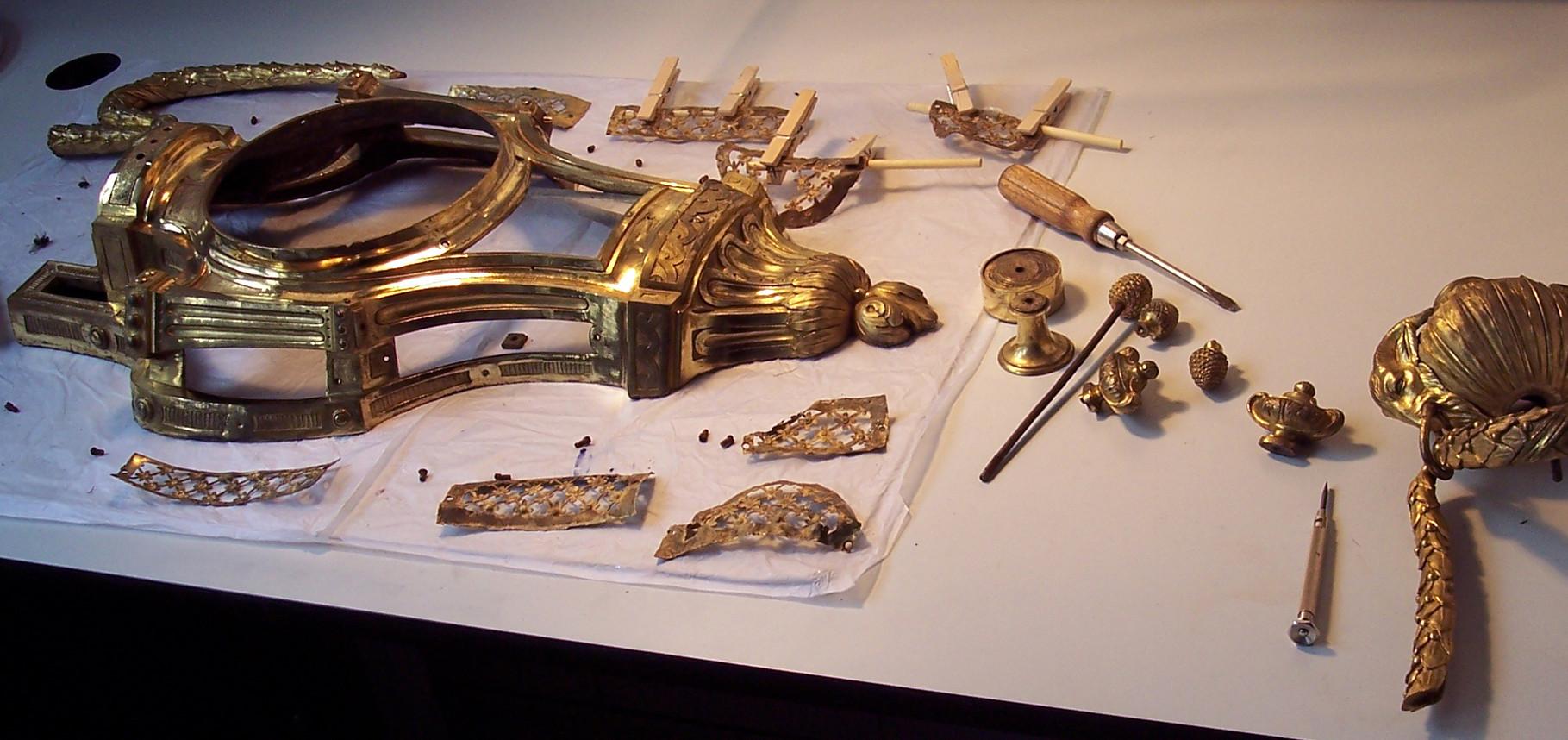 Restaurierung eines Uhrgehäuses