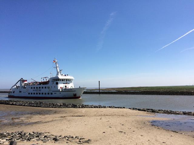 Mit dem Schiff nach Wangerooge - Tagesausflug ab Carolinensiel-Harlesiel auf die Nordseeinsel - 20 Minuten Fußweg vom Ferienhaus Nordseeufer