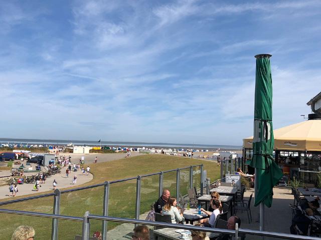 Besuchen Sie das Restaurant Wattkieker direkt am Nordseestrand - Fischbrötchen und mehr - gemütlicher Spaziergang vom Ferienhaus Nordseeufer