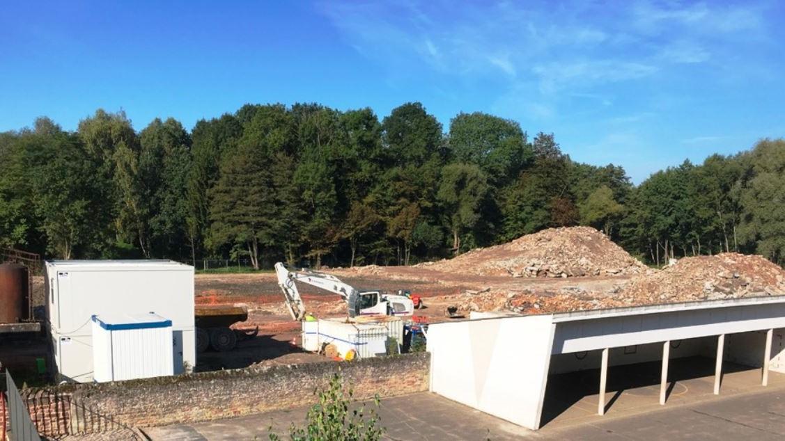 Travaux de déconstruction des anciens ateliers du site de la faïencerie de Niderviller
