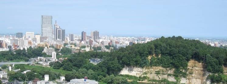 杜の都 仙台、仙台城址からの眺望。遥かに太平洋を望む。