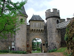 Entrée du Chateau de Cennevieres