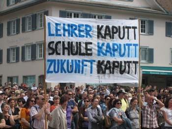 Streik 15.04.2009 der Lehrere/innen in Vorarlberg Ja zu Bildungsreformen! Nein zu Gratisarbeit! Keine weiteren Belastungen! Tausende LehrerInnenjobs sind in Gefahr! X  +  2 = Streik!  VLI+UBG+SJ