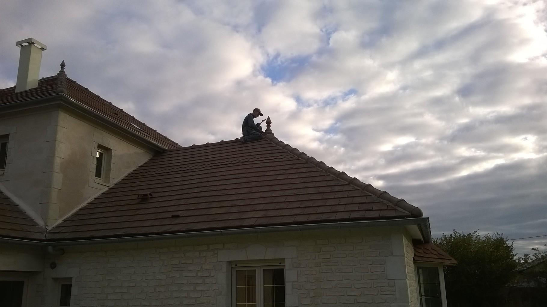 Pose des poinçons de toit; quand on en est là on tient le bon bout !