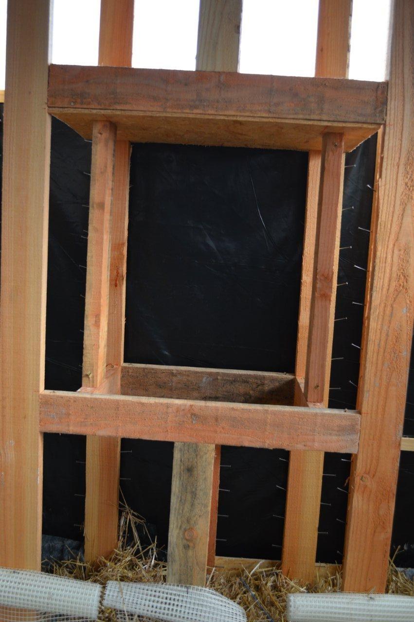Un encadrement de fenêtre simple sans volet roulant