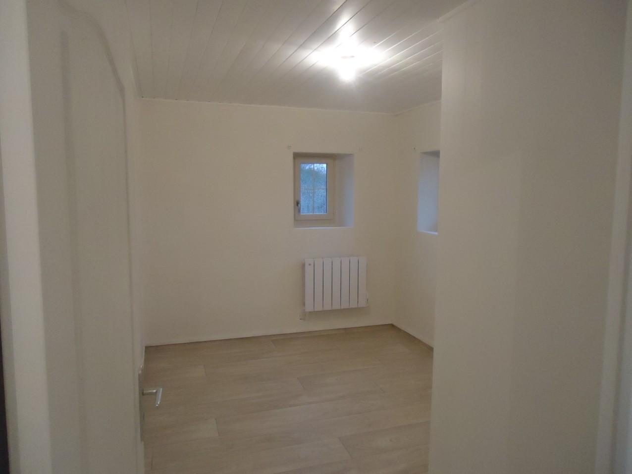 Une des 2 chambres de l'étage