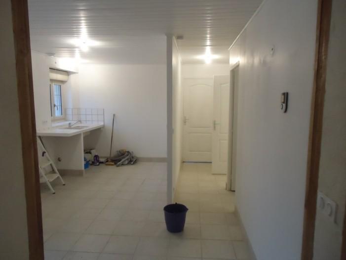 Couloir vers la salle de bain, les WC et le garage