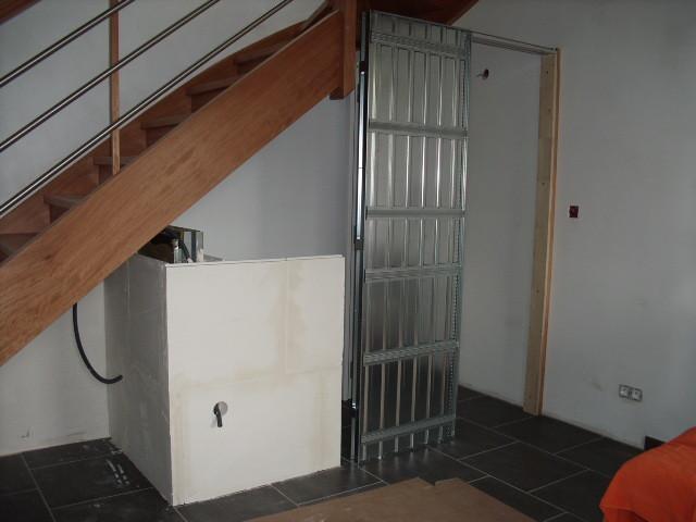 Cloisons du WC ... sous l'escalier
