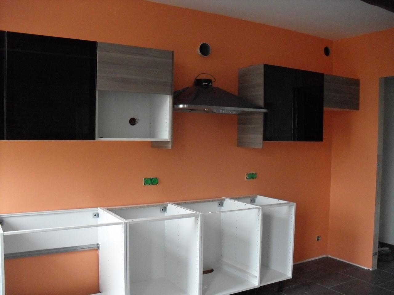 Installation de la cuisine équipée ...