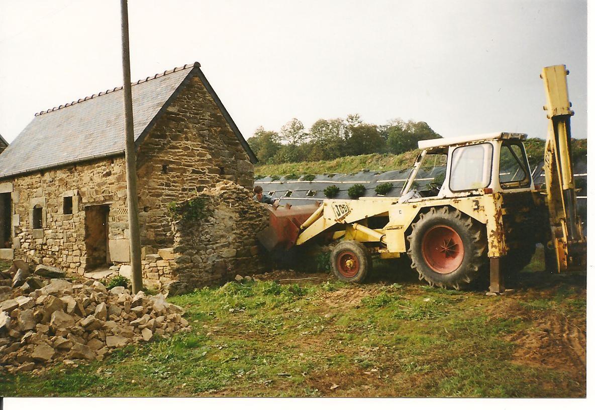 Démolition ... et récupération des vieilles pierres ... 1995