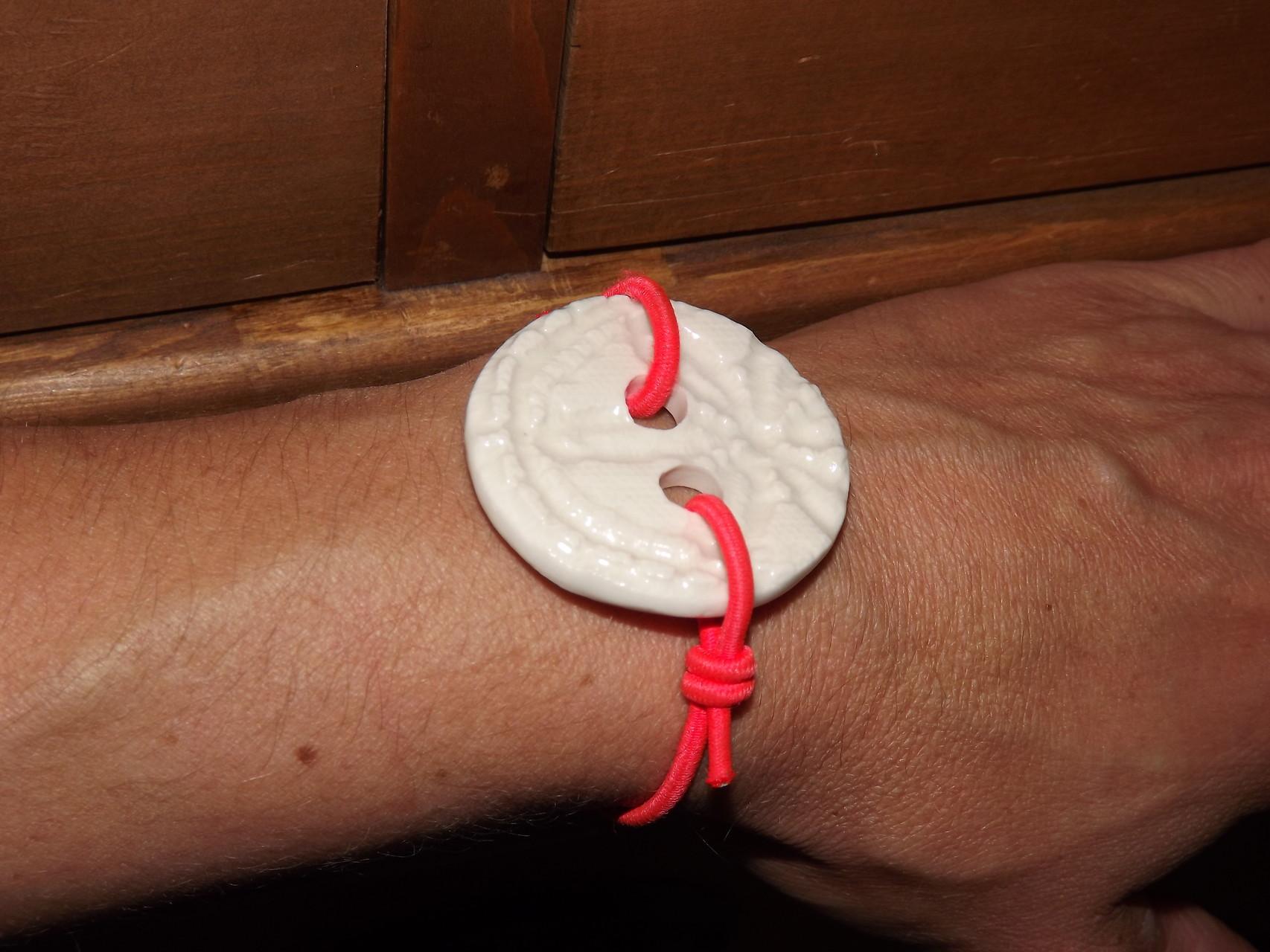 bouton porcelaine avec élastique réglable