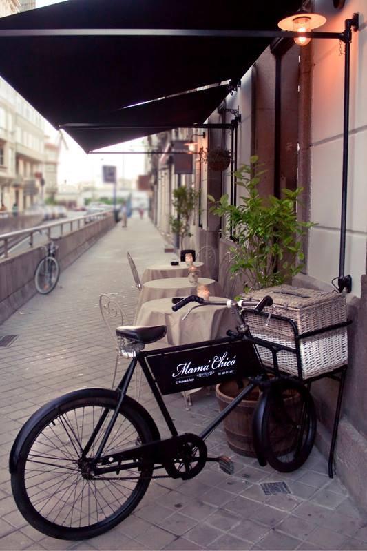 Mamá Chicó: fachada con bicicleta
