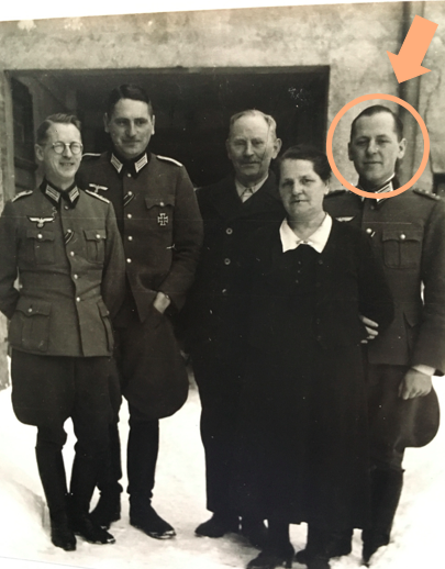 Heimaturlaub 1943 (?): Alfred Brandtner mit Brüdern Ernst & Hans und Eltern, Tischlermeister Hans Brandtner und seine Frau Elise (von links)