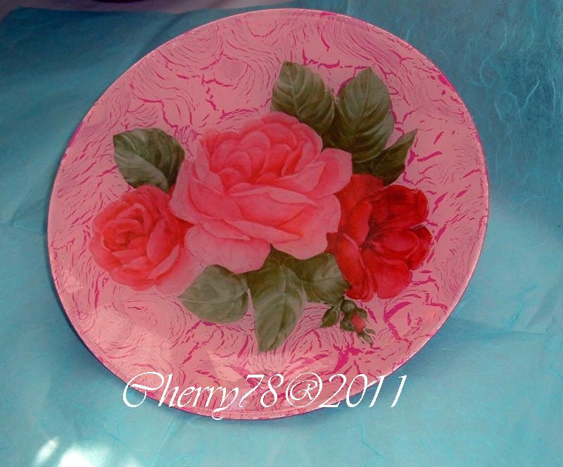 Piatto rose, acrilici e screpolante