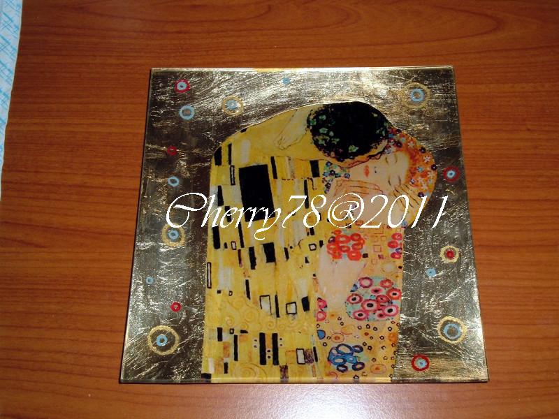 Piatto grande quadrato con bacio di Klimt lavorato sottovetro, foglia oro, gomma lacca decerata e finale flatting gel