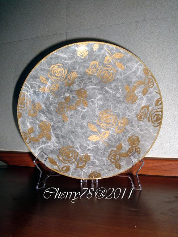 Piatto carta di riso con rose oro, bordo acrilico oro