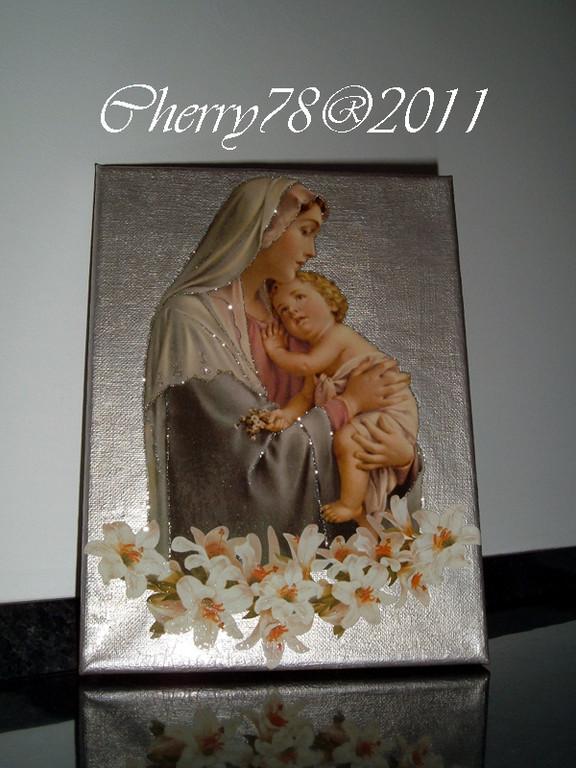 Tela 20x30 , sfondo acrilico argento, madonna con bambino e gigli, contorni con glitter argento