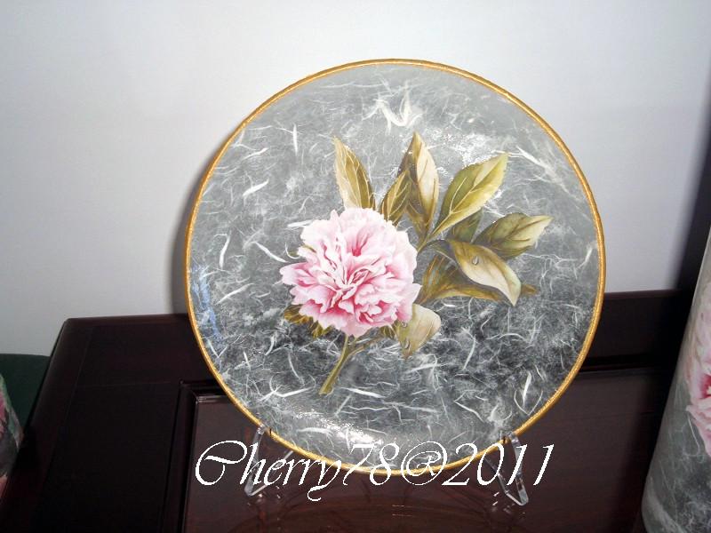 Piatto  rifinito sopravetro con carta di riso, bordo acrilico oro, finale cristal duck