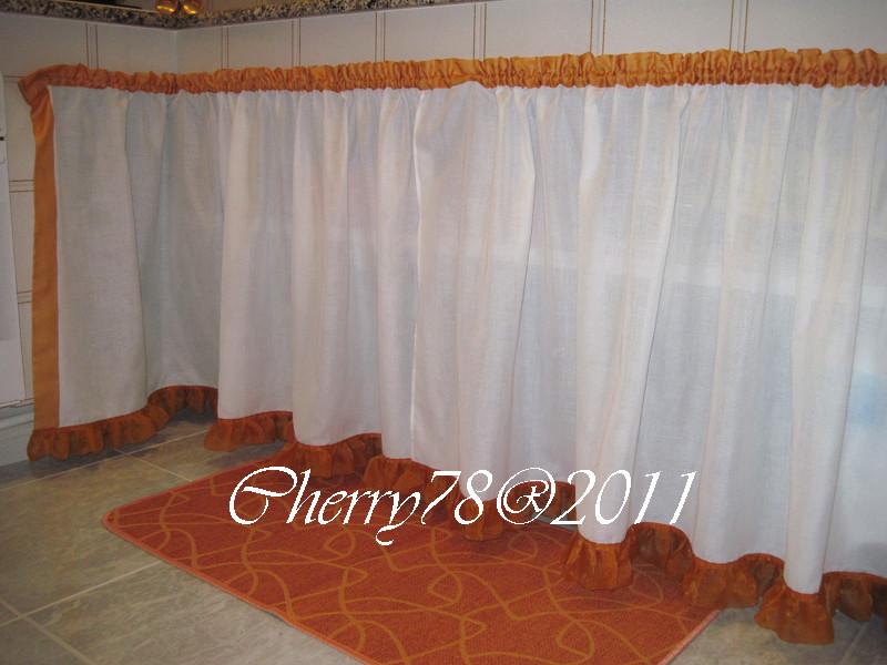 Tendina sottolavello in lino bianco con bordi in organza arancio