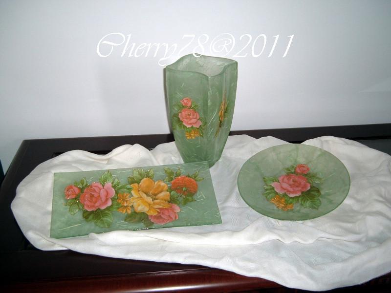 Tris vaso, vassoio e piatto coordinati