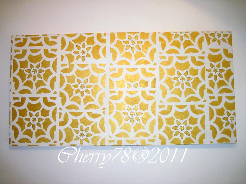 Tela 160x45, fondo acrilico avorio chiaro, disegni a stencil creato da me con acrilico oro, particolari dei fiori ripresi con glitter oro e swarovski adesivi