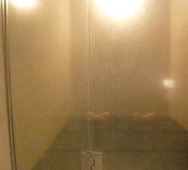 鏡・ガラス ウロコ汚れを (かなりひどい汚れ)