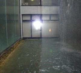 鏡・ガラス ウロコ汚れを (中くらいの汚れ)
