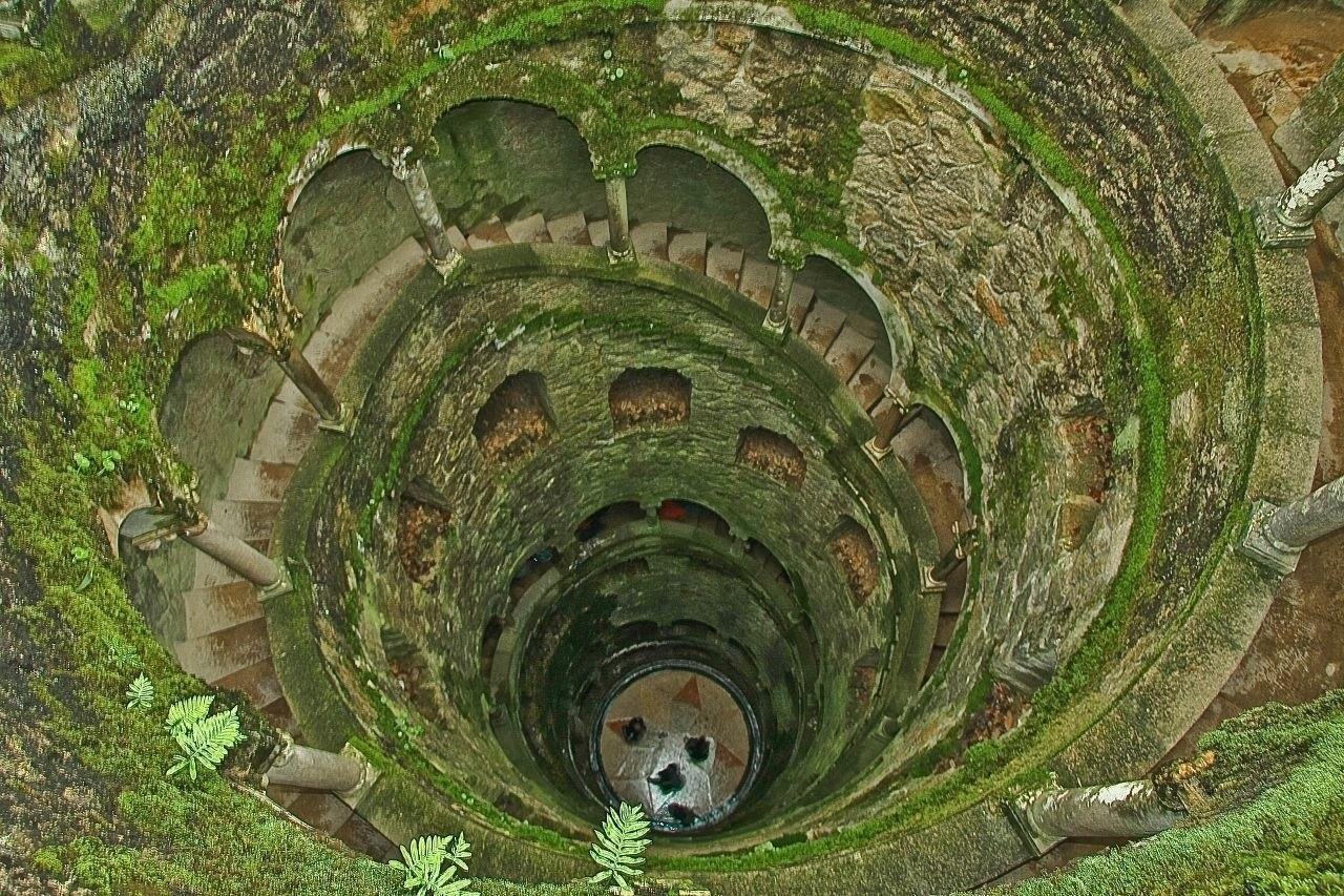 puits initiatiques. Jardin du palais de la Regaleira
