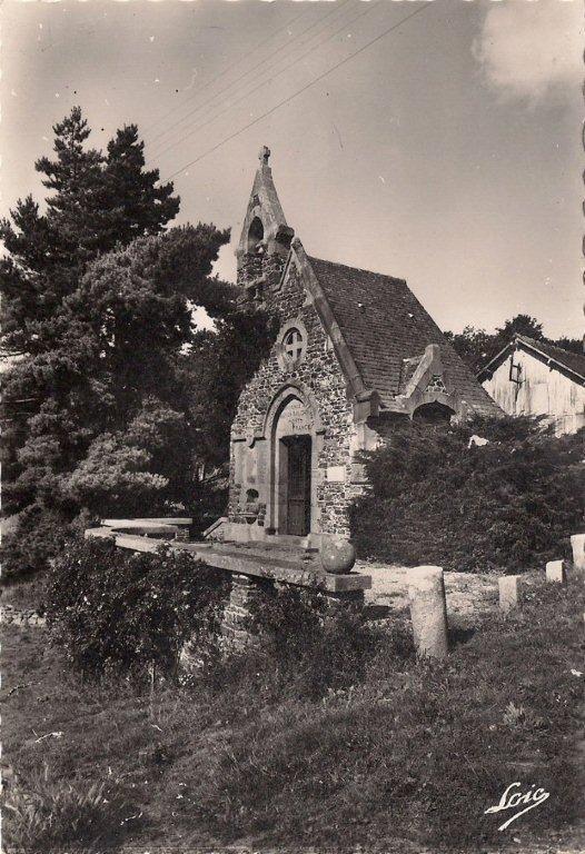 Chapelle St Genou inaugurée en 1926 en présence de plus cinq milles personnes, Servant de monument aux morts 62 noms y sont inscrits.