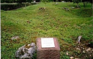 Le nom d'une ancienne exploitation agricole du village de Fleury, un tas de moellons : un village fantôme; en se promenant sur ces lieux on retrouve ce genre de borne pour mémoire
