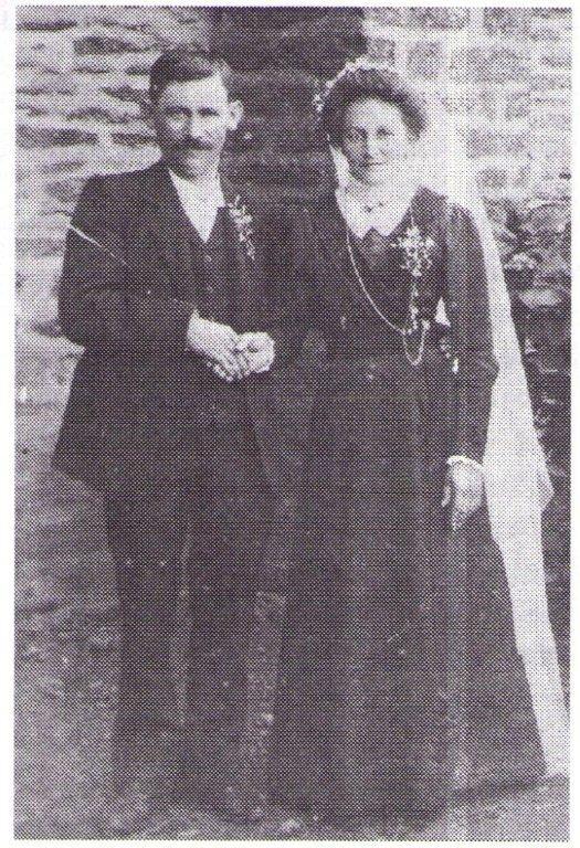 Mariage de Jean Carré avec Félicité Berthelot, 3 semaines avant la déclaration de guerre il fut tué au combat le 3 septembre 1914 en Belgique a 31 ans