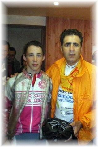 Fabien pose ici à côté de Miguel INDURAIN ( Un connaisseur en matière de Tour de France !!! )