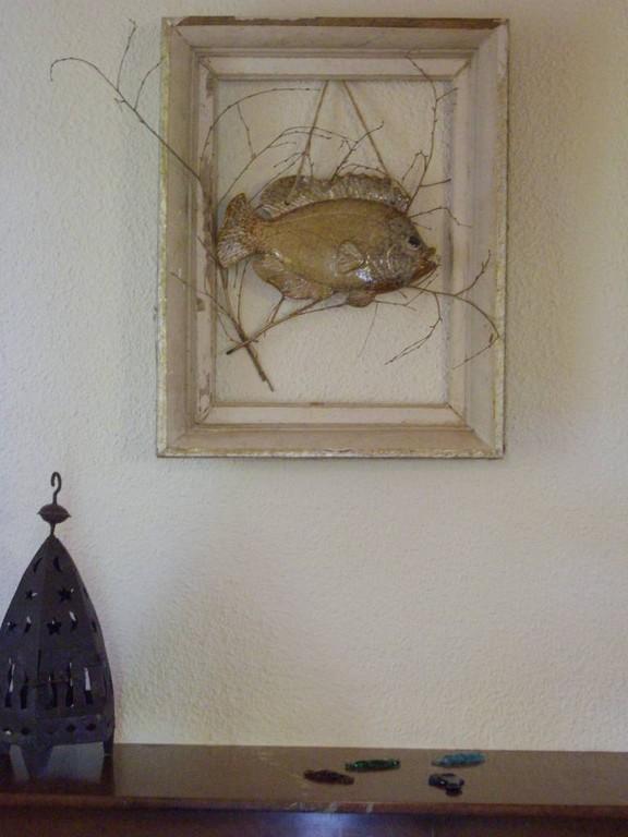 trophée de pêche (en porcelaine.....)