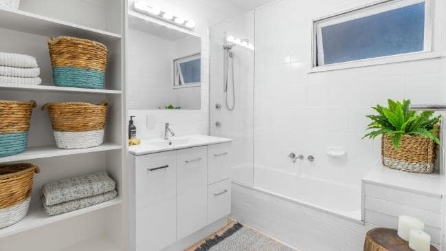 Functional bathroom with mirror cabinets
