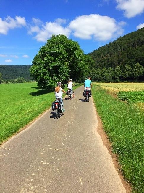 Der Weserradweg - souveräne Tourenhaltung... (Foto Maja Beste)