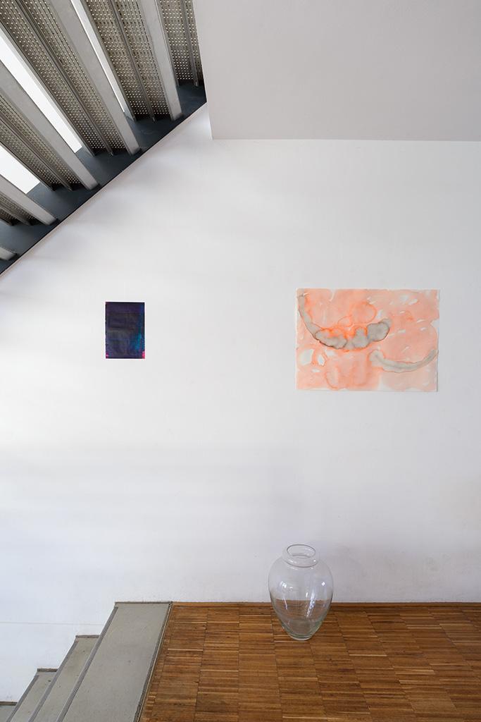 Andreas Keil, Malerei, O.T., 2020, Öl auf Transparentpapie, Privatsammlung, neben einem Aquarell von Ulrich Wellmann