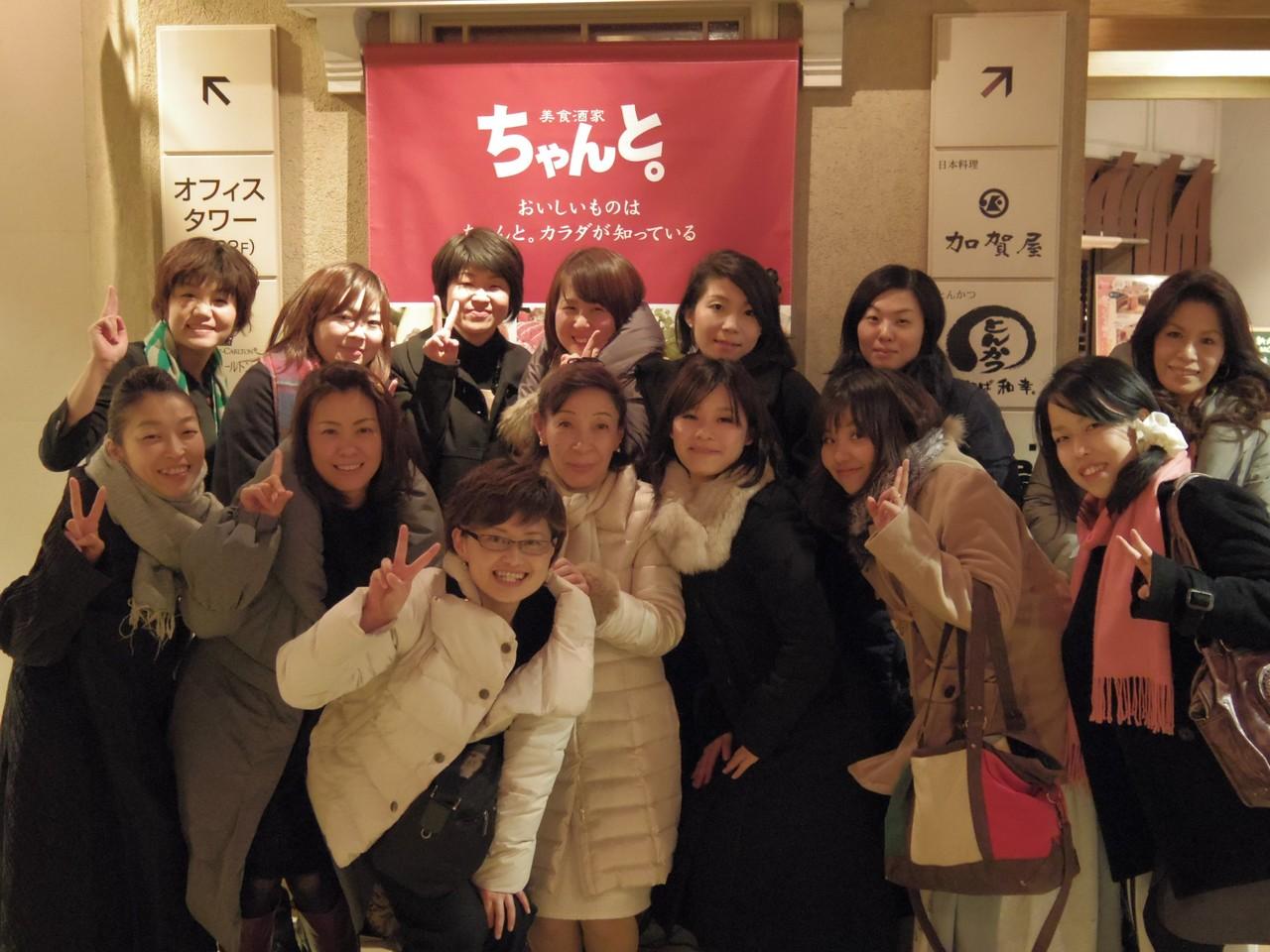 懇親会終了後の記念撮影。みなさま、ありがとうございました!