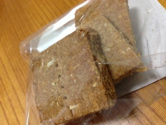 本日のおみやは、ココナッツクッキー☆全粒粉、きび砂糖、バター不使用でつくりました♪