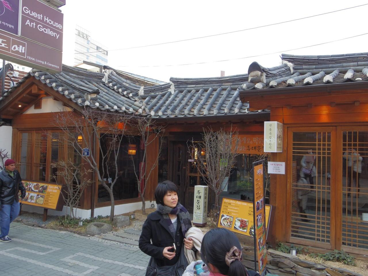 仁寺洞(インサドン)で、伝統家屋を改築したお店にて。
