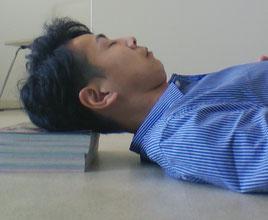 パソコンで首の付け根が痛い奈良県葛城市の男性