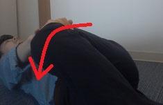 上向きで寝ているときの腰痛の原因