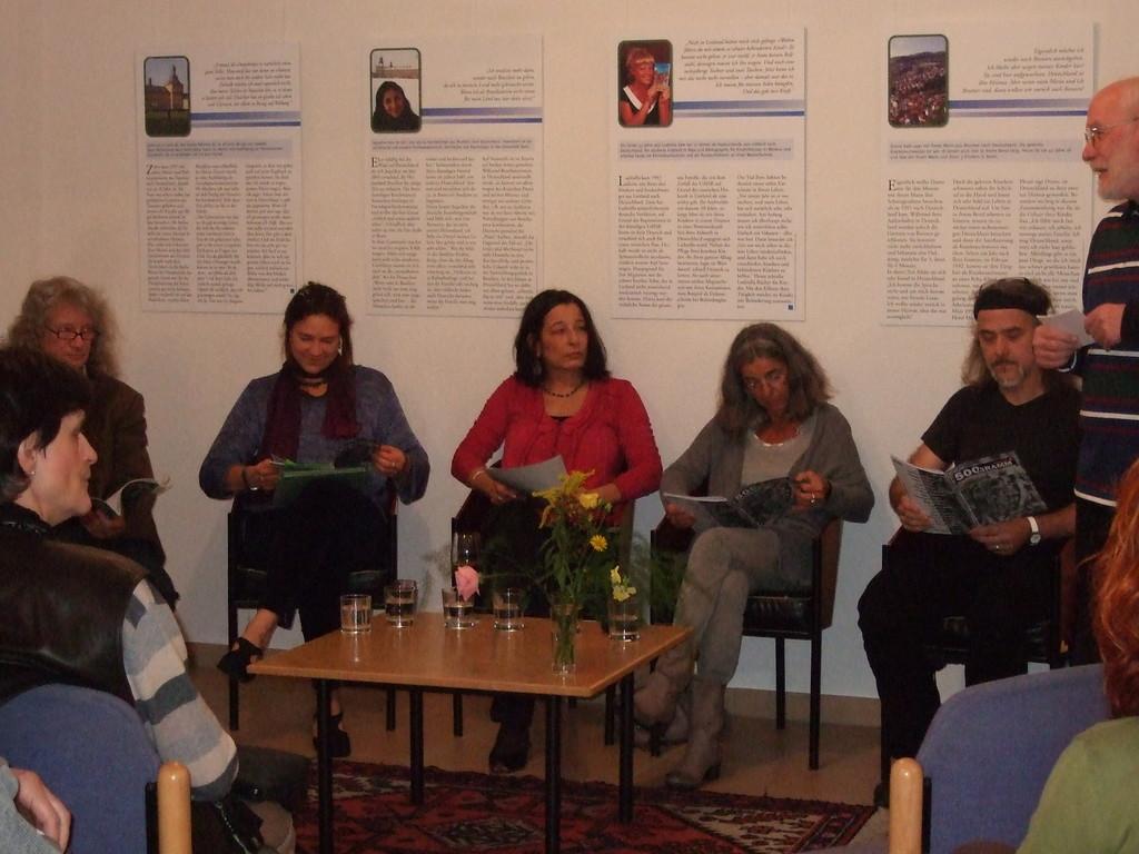 von l. nach r.: Uli Kaup, Charlotte Springer, Karima Badr, Luisa Giannetta, Bernd Beißel, Rainer Maria Gassen (Moderator)