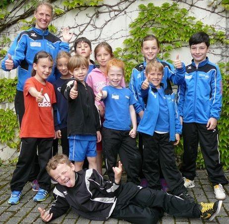 Stehend von links: Trainerin Karin, Nia, Magdalena, Nico, Valentin, Melina, Xenia, Rosalie, Ruwen, Max und liegend Marwin