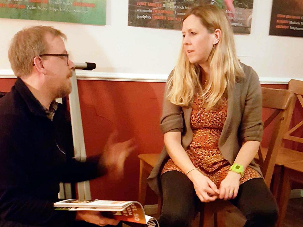 Schlagzeuger Martin Denzin und Daisy Chapman im Pausengespräch