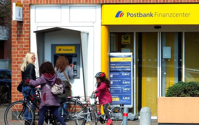 Die Filiale der Postbank in Findorff macht zu - möglicherweise noch vor den Sommerferien.